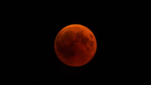 Cum vezi Super Luna Sângerie, fenomenul astronomic deosebit
