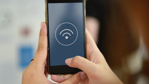 De ce să nu folosești rețelele WiFi publice gratuite și ce riști dacă o faci