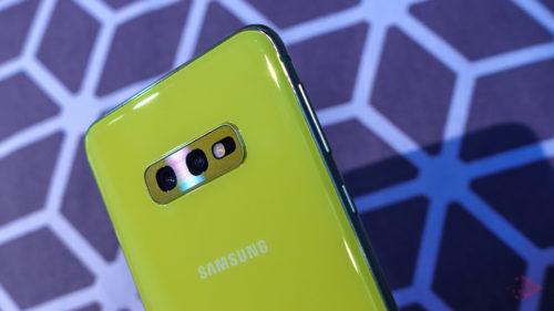 Samsung lansează primul telefon cu o cameră foto de 64 MP