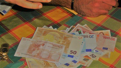 Curs BNR, 20-21 aprilie: Cât mai valorează un euro