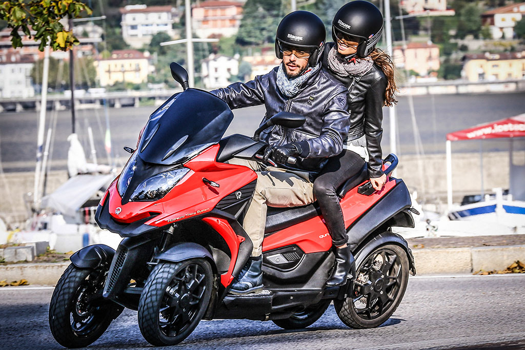 motocicleta cu patru roti quadro4