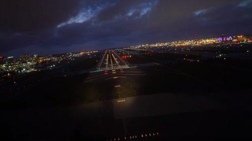 VIDEO Cum aterizează un Boeing noaptea și ce nu vezi tu ca pasager
