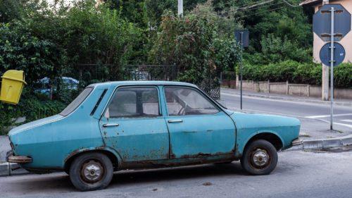"""România, """"cimitirul"""" auto al Europei: câte mașini sunt mai vechi de 15 ani"""