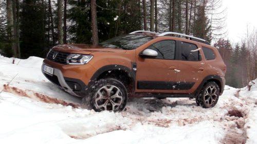 """Dacia Duster vs. """"Jeepul"""" de la Suzuki: de ce i-a impresionat pe britanici mașina românească"""