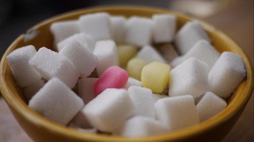 Cum am ajuns dependenți de zahăr și ce să faci ca s-o oprești