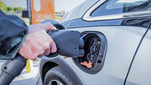 Soluția care ar putea aduce mai multe mașini electrice în România
