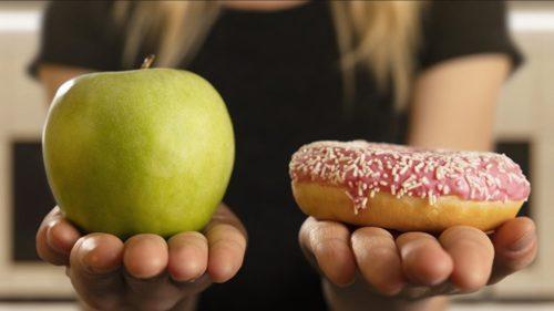 Cum pot fi adolescenții păcăliți să mănânce mai sănătos