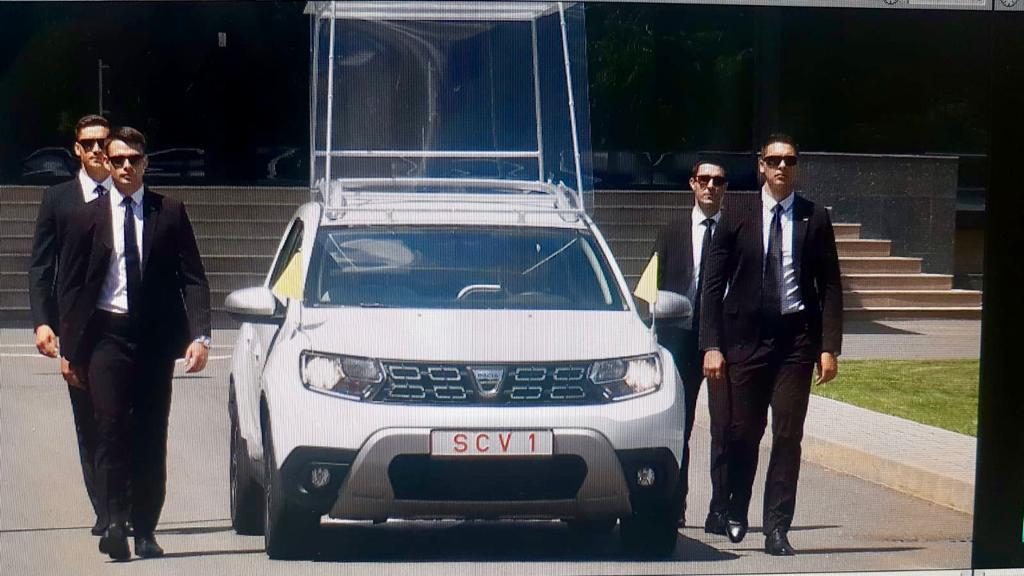 Dacia Duster Papa Francisc