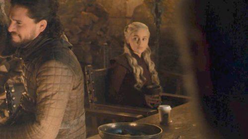 Momentul din Game of Thrones devenit viral din cauza unui pahar de cafea