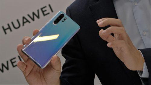 """Arma secretă de la Huawei contra Google: când """"înlocuiește"""" Android"""