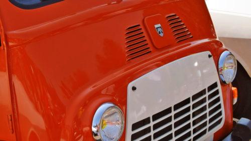 Dacia surpriză din noul sediu Renault. Elena Ceaușescu ar fi interzis-o