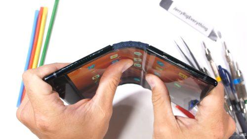 Cum a dat Samsung naștere unei posibile revoluții: ce se întâmplă cu piața telefoanelor pliabile