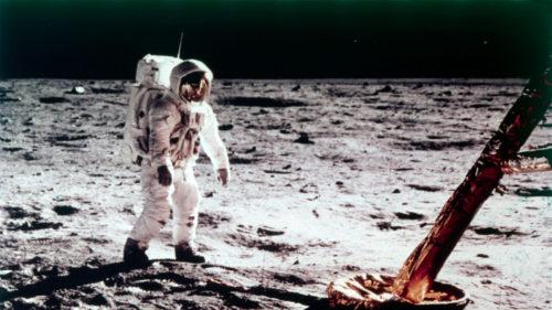 Cel mai mare mister despre Lună: e gri, dar de ce o vezi colorată pe Pământ?