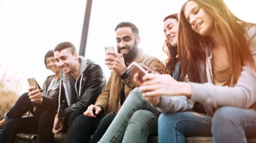 Studiul care desființează tot ce știi despre influenceri: de unde își ia informațiile generația Z