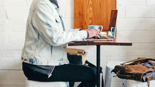 VIDEO Cum trebuie să stai la birou ca să nu-ți distrugi sănătatea