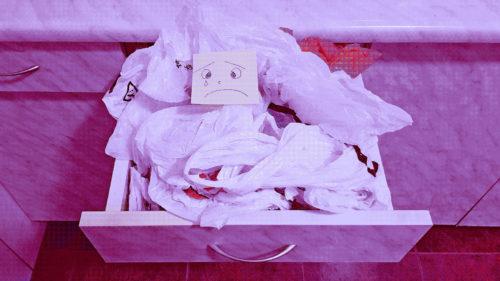 Cum a ajuns Kaufland să ne arate relația ciudată a românilor cu pungile de plastic
