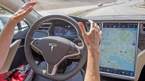 Tesla Model 3 are o funcționalitate controversată, însă cei care o conduc au mare încredere în ea