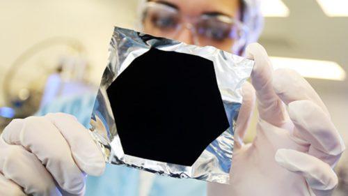 Cum au descoperit cercetătorii cea mai neagră culoare din lume