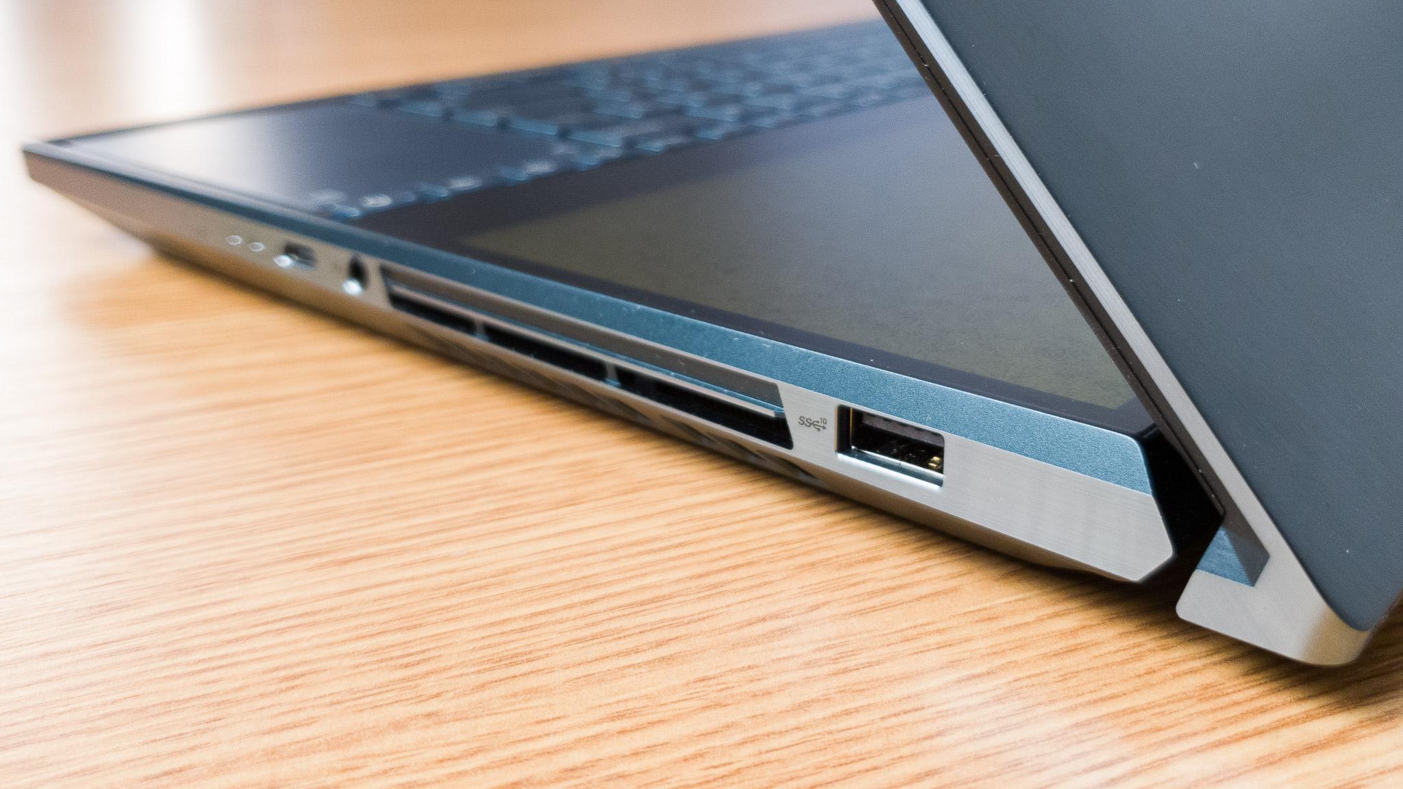 ASUS ZenBook Duo recenzie (2)