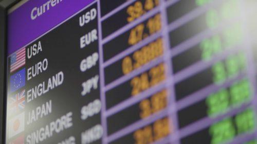 Leul, la un minim istoric | Ce să faci când crește euro și ce ar trebui să știi despre cursul valutar