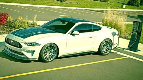 Mașina electrică pe care Ford a pus motor de 900 CP ca să învingă Tesla
