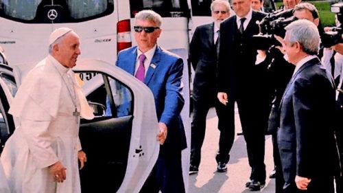 Dacia Duster, la Vatican: Papa Francisc a primit un cadou inedit de la Renault