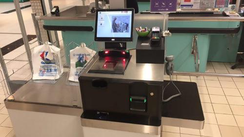 Cea mai ciudată formă de protest împotriva roboților: ce se întâmplă în supermarket