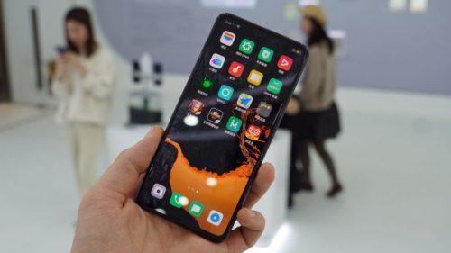 Cum arată telefonul viitorului: fără butoane, porturi sau camere vizibile