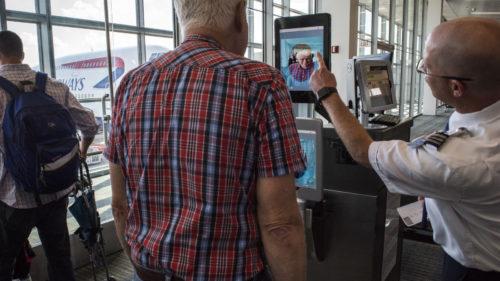 Intrarea în SUA, mai dificilă ca niciodată: noile măsuri anunțate la aeroport pentru toată lumea