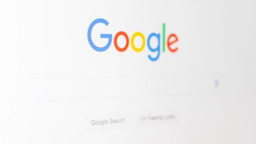 Google se îmbogățește din activitatea răufăcătorilor: cum a ajuns să-i taxeze pe polițiști