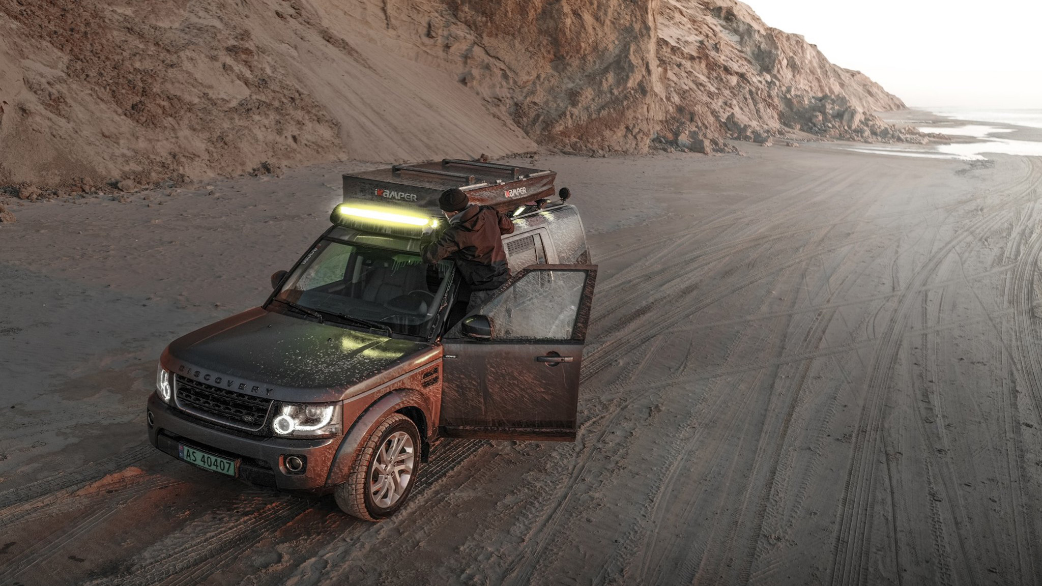 Land Rover transformat in casa