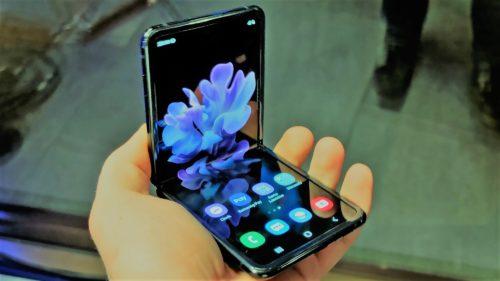 Cum a reușit Samsung să marcheze, cu Galaxy Z Flip, trecerea într-o nouă eră
