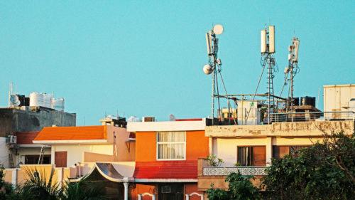 Ne ține internetul pe toți cât timp stăm acasă? În România, va fi creștere cu până la 50%