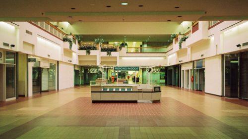 Când se deschid mall-urile din România și în ce fel: grădinițele și creșele sunt următoarele pe listă