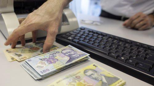 Doi din 10 români și-au amânat ratele la bănci: ce înseamnă asta pentru 2021?
