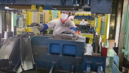 VIDEO Cum a arătat fabrica Dacia în ziua în care angajații au revenit la lucru