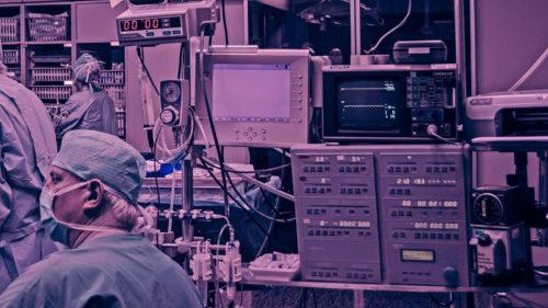 Descoperire uimitoare: ce arată autopsiile pacienților decedați în urma infecției cu virusul
