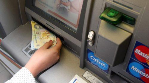 Banii intră direct pe card! Bucurie totală pentru mii de români! Banii intră chiar de acum