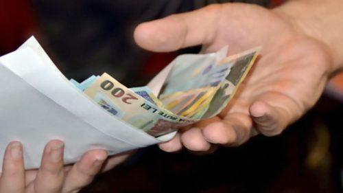 Se dau 500 de lei pentru mii de români. Cine sunt cei care primesc banii și ce trebuie să facă