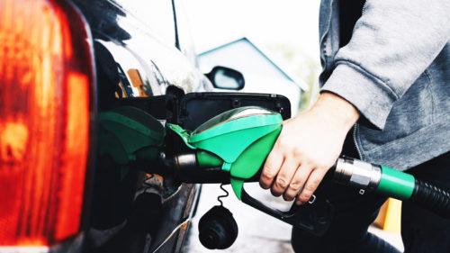 Îi vizează pe toți cei cu mașini pe benzină și motorină. Ce se întâmplă chiar acum cu prețul combustibilului în lume?