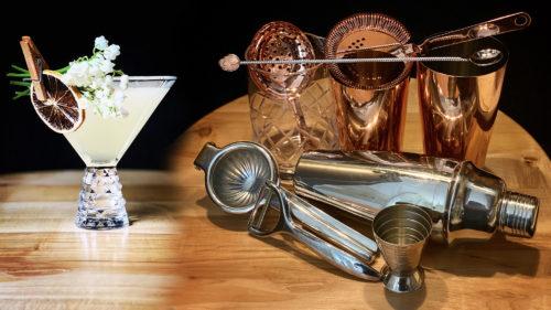 Cum începi să faci cocktailuri acasă: sticlele și uneltele care îți trebuie în mixologie