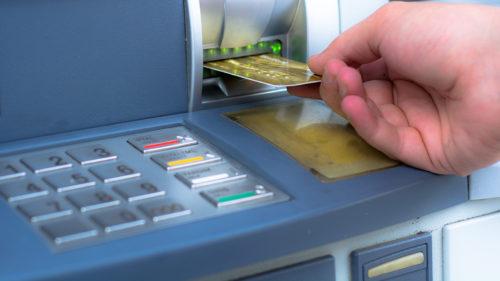 Toți cei care au card bancar trebuie să știe asta. Adevărul despre codul PIN introdus invers