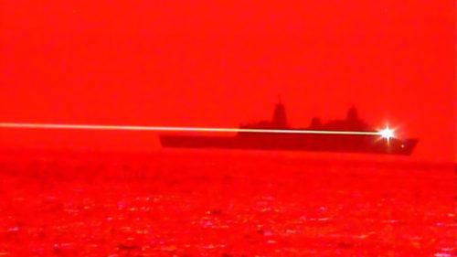 Desprins din filmele SF, armata americană a testat laserul care poate spulbera avioane în zbor