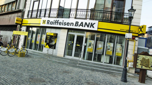 Probleme mari pentru clienții Raiffeisen Bank: ce se întâmplă cu banii blocați și cum răspunde banca