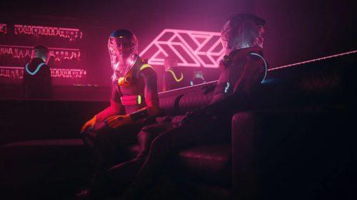 Socializarea post-pandemie, transpusă într-un costum terifiant pentru clubbing și concerte
