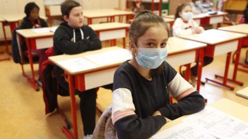 Ce așteptări au părinții după haosul creat înainte de deschiderea școlilor: sondajul cu concluzii surpriză