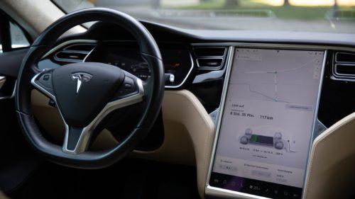 Cum a ajuns pilotul automat de pe mașinile Tesla să fie un pericol pe șosele