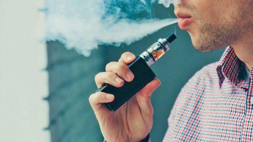 De ce țigările electronice pot spori riscul de-a contracta virusul, mai ales în rândul tinerilor