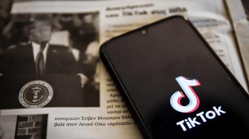 Războiul dintre Donald Trump și TikTok se adâncește: cum se apără rețeaua de socializare