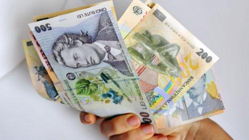 Salariu minim în România, subiect de dezbatere: ce a promis premierul Orban